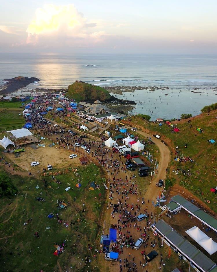 Perayaan Bau Nyale di Pantai Seger Lombok, sumber ig lomboknow