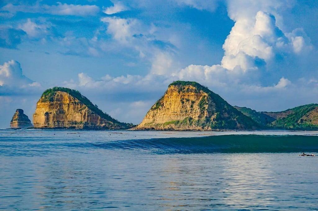 Pantai Gerupuk Lombok, Bisa Menggunakan Rental Innova Lombok