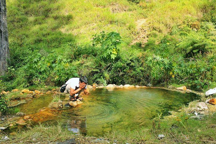 Air panas di goa susu gunung rinjani - sumber ig @tengakarta