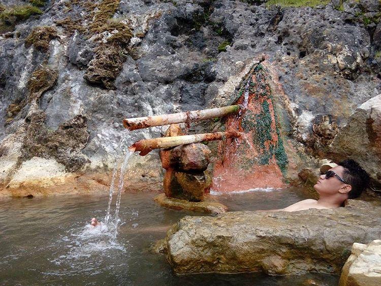 Pemandian air panas di gunung rinjani