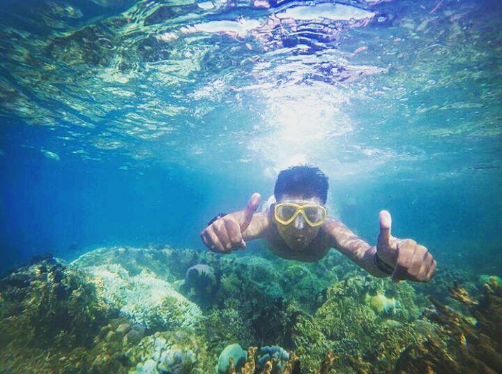 Suasana bawah laut saat snorkeling di gili layar, sumber ig ivanlpk