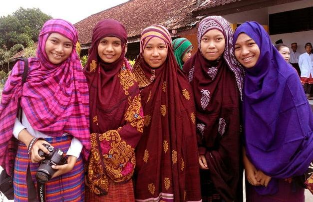 Pakaian Muslimah Suku Mbojo