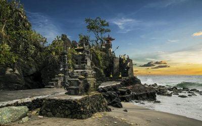 Menikmati Keindahan Senja di Pura Batu Bolong-Lombok
