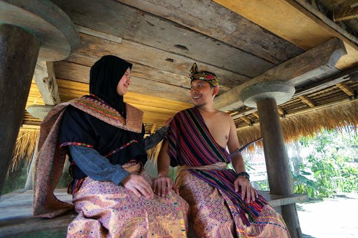 6 Perlengkapan Adat Wanita Suku Sasak