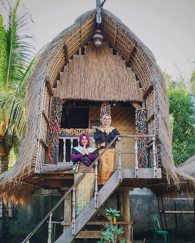 Kampung Tenun Desa Sukarara, sumber ig fitriadewicandra