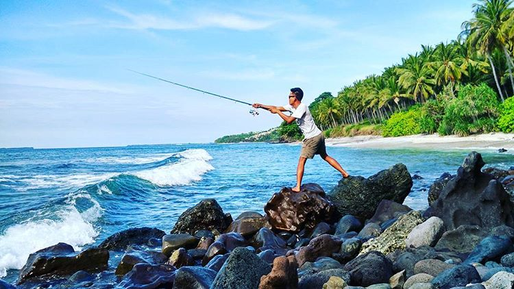 Pesona Pantai Nipah Lombok