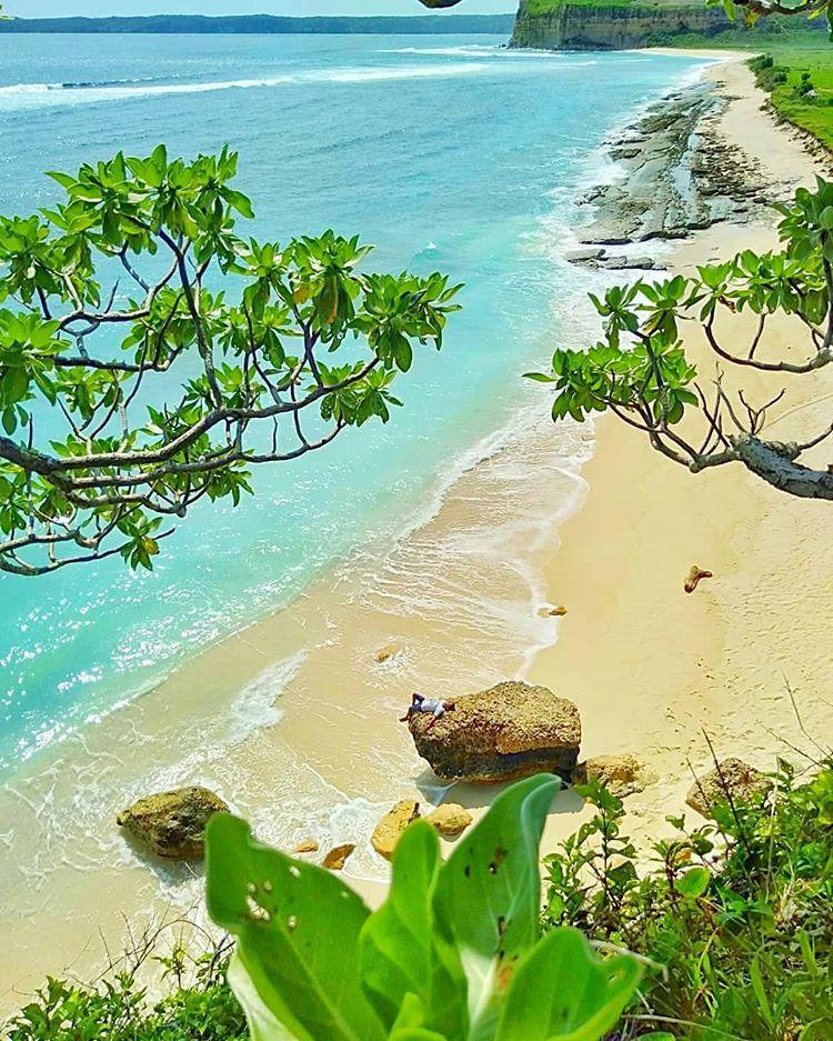 Pantai Ekas, sumber ig travelbloggerid