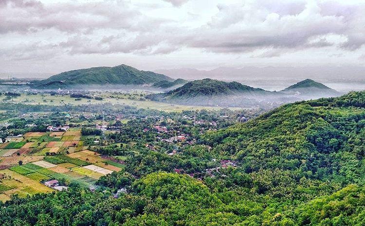 Pemandangan dari Bukit Batu Idung, sumber : lombokexcursions