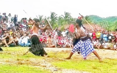 Peresean Adat Lombok Tradisi Menguji Keberanian